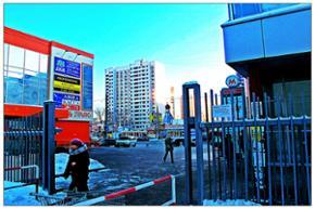 """Наше агентство находится в торговом центре """"ВВС"""" рядом с метро """"Отрадное"""", 2 этаж, павильон 215"""