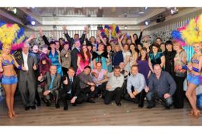 Наши сотрудники и любимые постоянные клиенты на гала-ужине по случаю 10-летия нашего агентства!